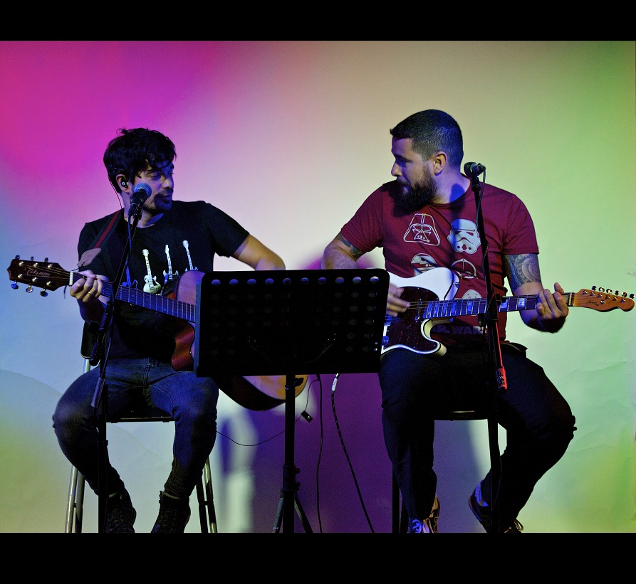Duo acústico de versiones Indie, Rock y Pop en castellano e